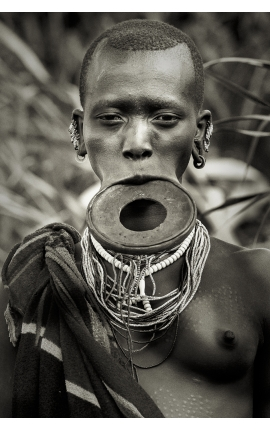 Omo Valley 04 -  Portrait photographie d'art contemporaine à acheter