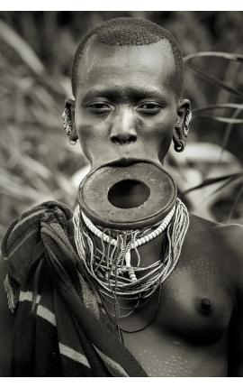 Omo Valley 04 -  Portrait photographie d'art contemporaine à acheter