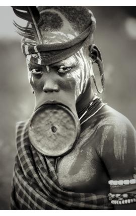 Omo Valley 05 -  Portrait photographie d'art contemporaine à achat