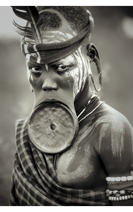 Omo Valley 05 -  Portrait photographie d'art contemporaine à achat